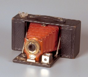 How Cameras have changed in 70 years from The People History Site